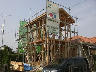 2階建の上棟、構造体はオール4寸仕様、がっちりしてます。