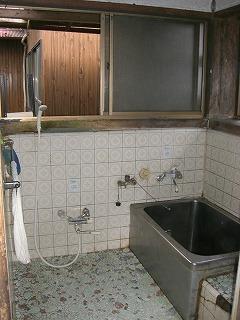 古い昔のタイプのお風呂です。