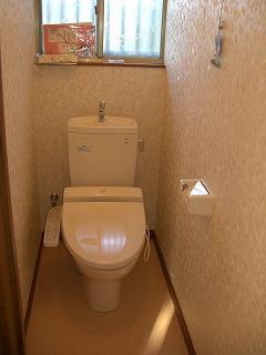ウォッシュレット付き便器にし、床壁の内装 をリニューアルしました。費用約 20万円でした。