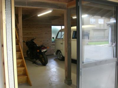 車とバイクが入る素敵なガレージになりました。