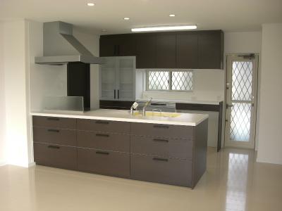 リビングと一体化したオープンキッチン、キッチンも家具のようです。